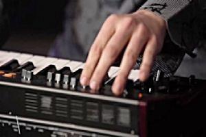 عکس معرفی سینتی سایزر Behringer VC340 37-key Analog Synthesizer
